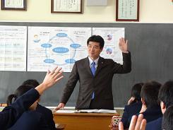 練馬区立南が丘中学校の3年生に「働くことについて社会のしくみから考える」授業を行いました。